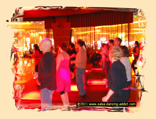 Group or private salsa lessons - group lesson at Club 360